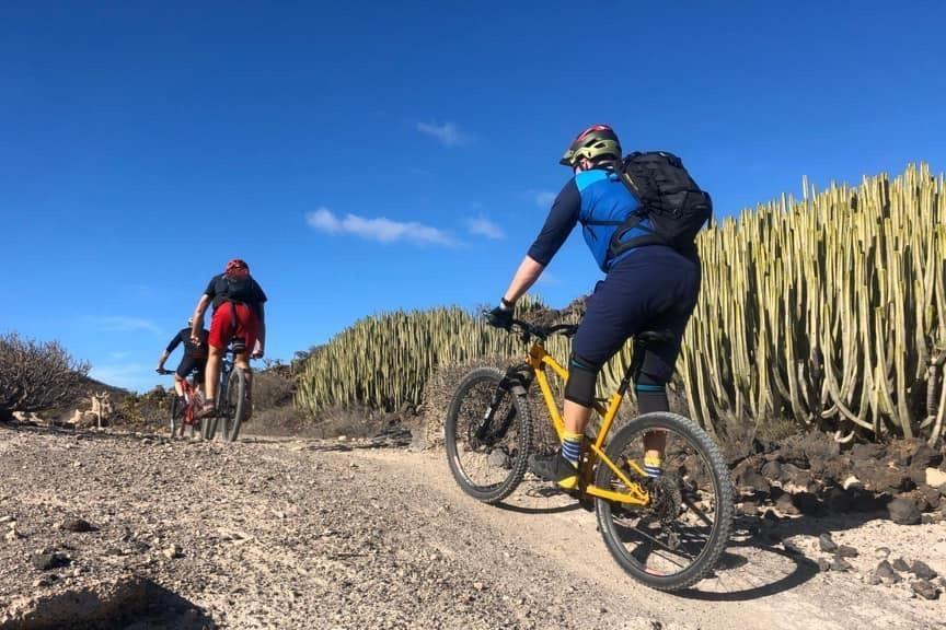 Mountain Bike, e-Bike Tour - Montaña Roja